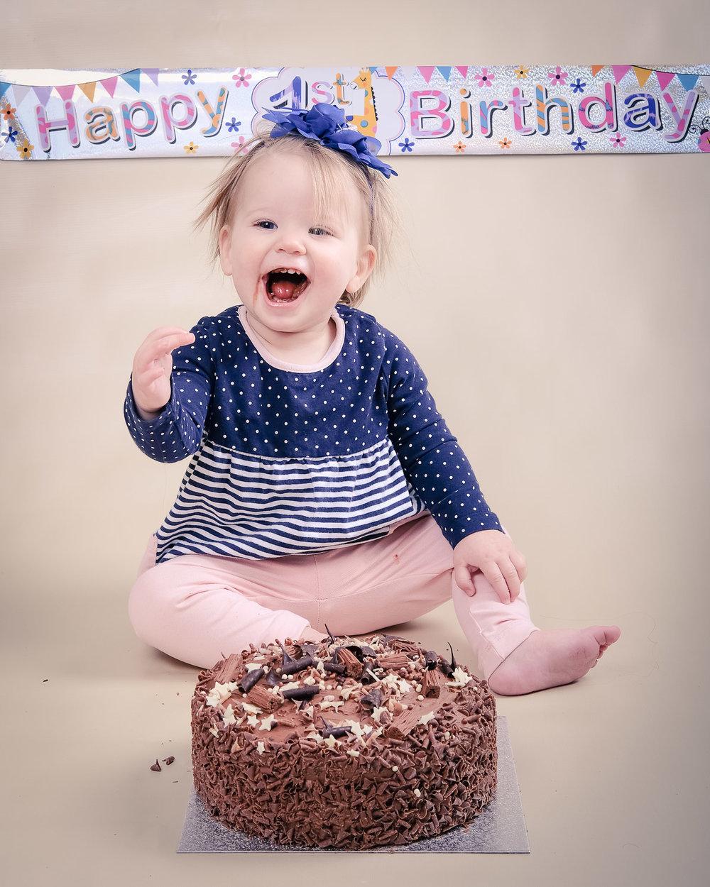 Smash-the-cake-Isabelle-Nottingham-yay