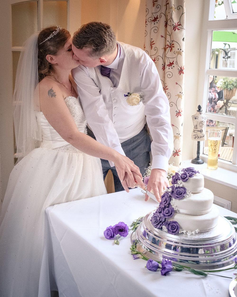 newlywed-cake-cutting