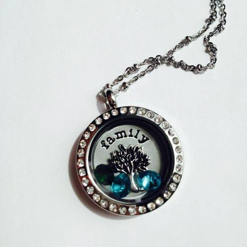 bfamily tree locket.jpg