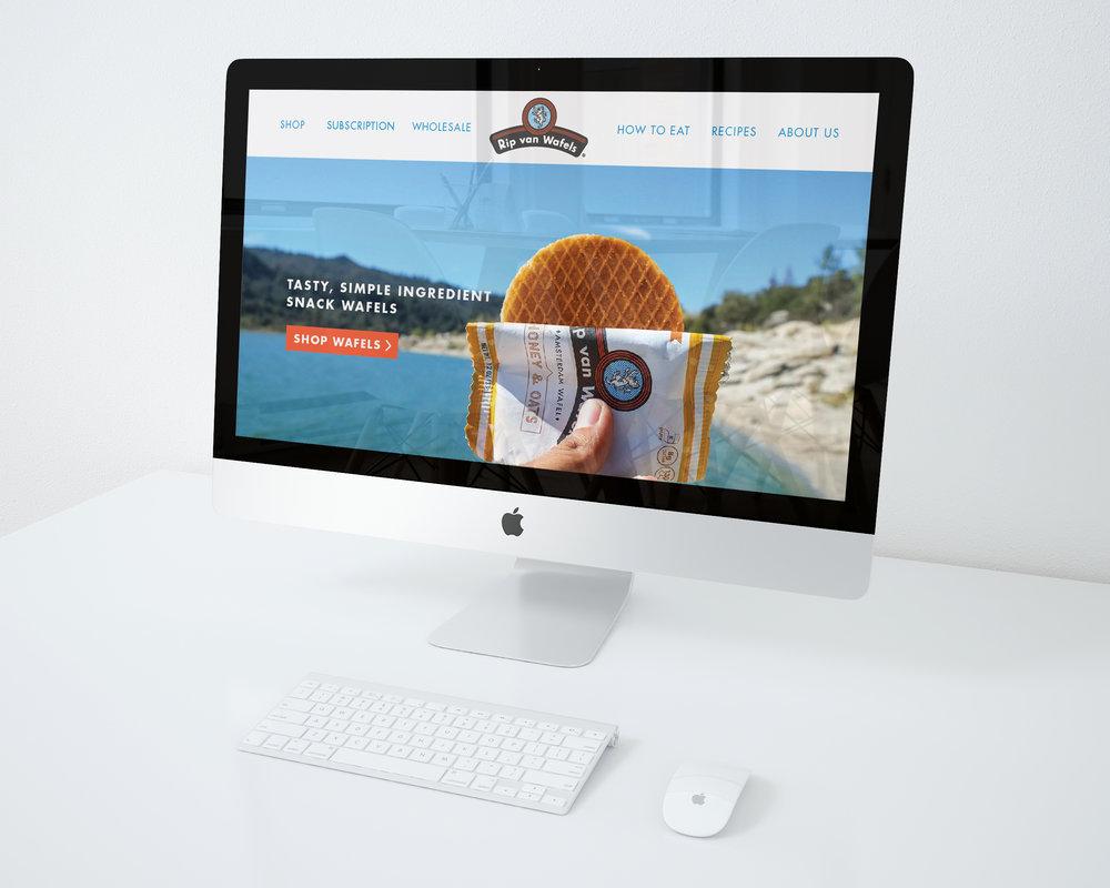 iMac-mockup-on-desk_03.jpg