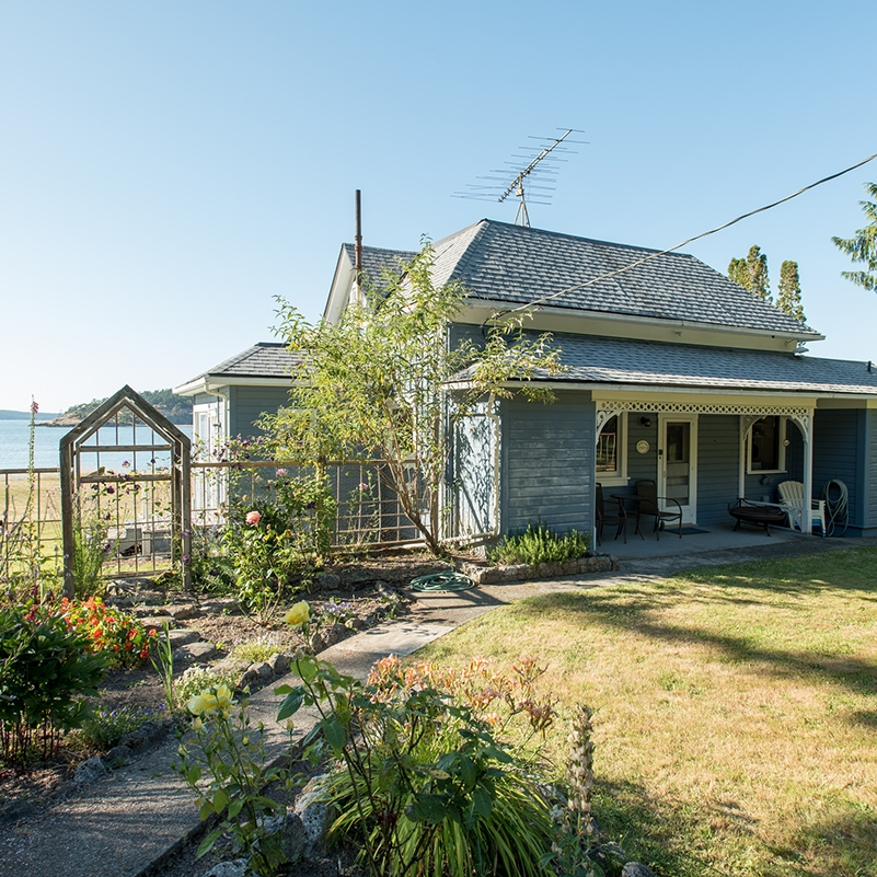 LOPEZ ISLAND VINTAGE FARMHOUSE - No BANK WATERFROMT