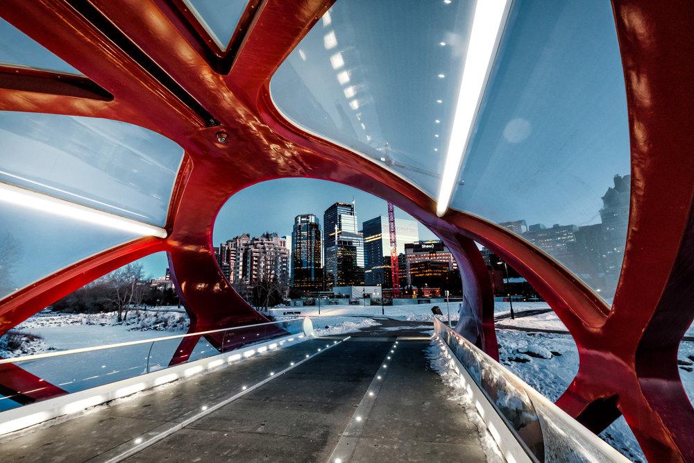 Kevin_M_Calgary_peace_bridge.jpg