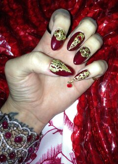 Katy Perry's Nails for Her Perfume Launch