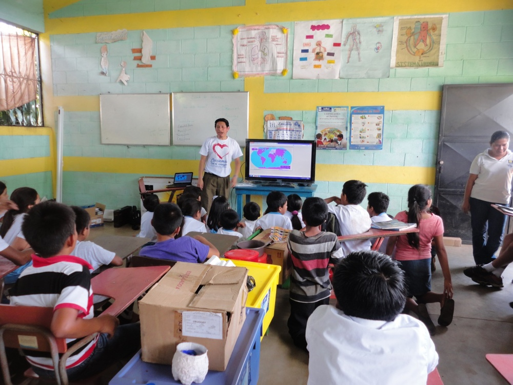5th grade geography lesson with the new equipment at Corcho Sur.
