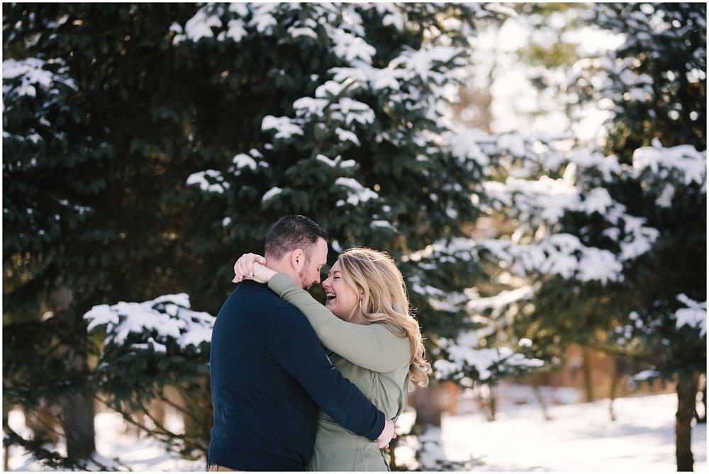 mendon-ponds-winter-engagement (6).jpg