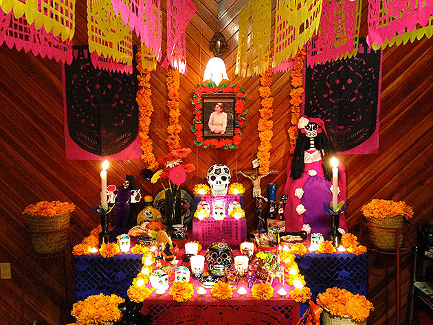 A typical Ofrenda in Mexico. Image courtesy of mxcity.mx