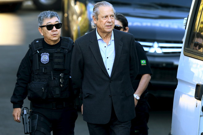 José Dirceu, former chief of staff, arrested by the Federal Police. Photo: Rodolfo Buhrer/Reuters