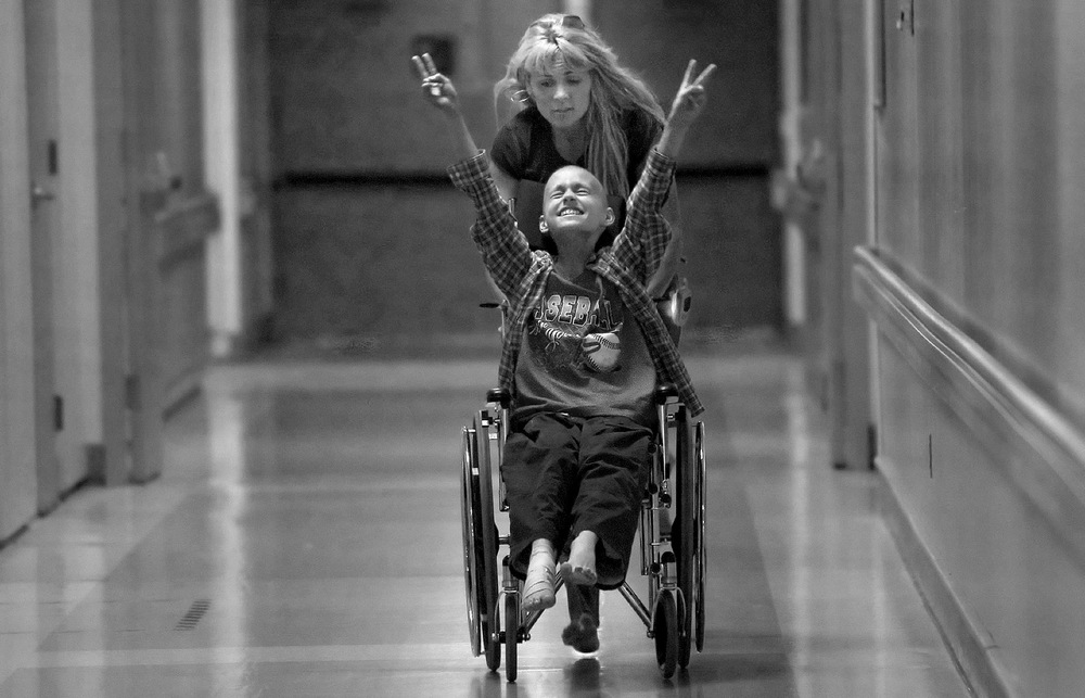 "2007 Pulitzer Prize for Feature Photography, ""A Mother's Journey,"" Racing barefooted after kicking off her flip-flops, Cyndie French pushes her son Derek Madsen up and down hallways in the UC Davis Medical Center. © Renée C. Byer/Sacramento Bee/ZUMAPRESS.com"