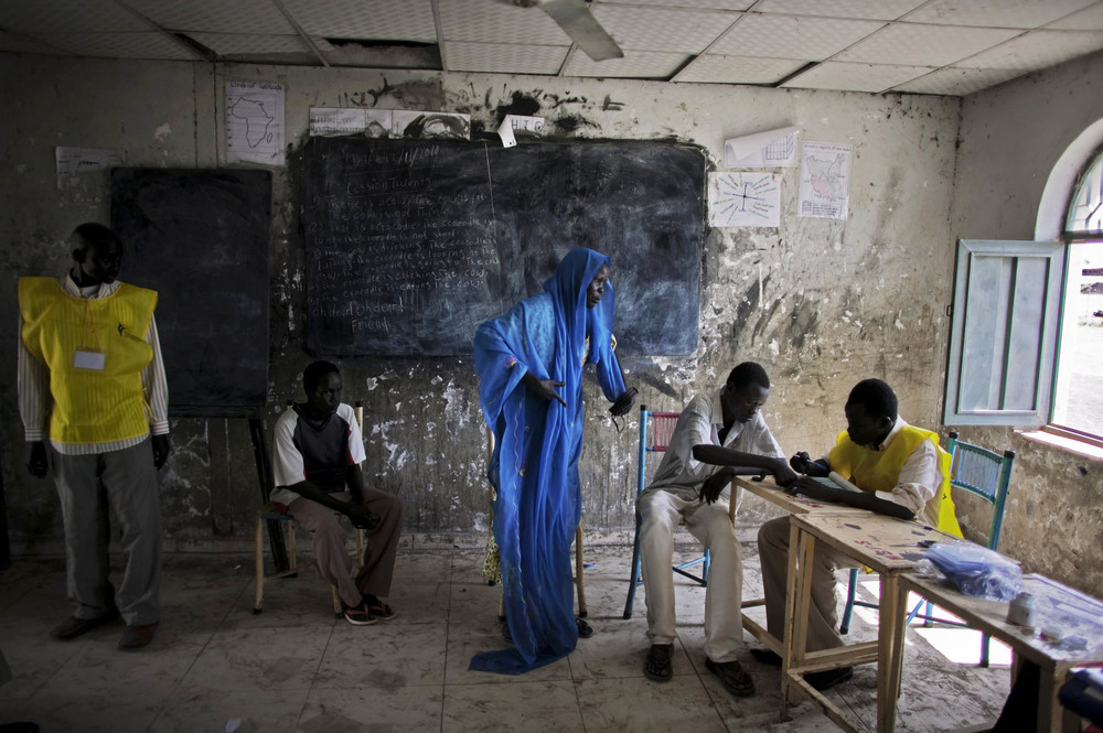 A southern Sudanese woman in the town of Melut registers to vote in the independence referendum. Johannes Vermeer-esque? © Pete Muller