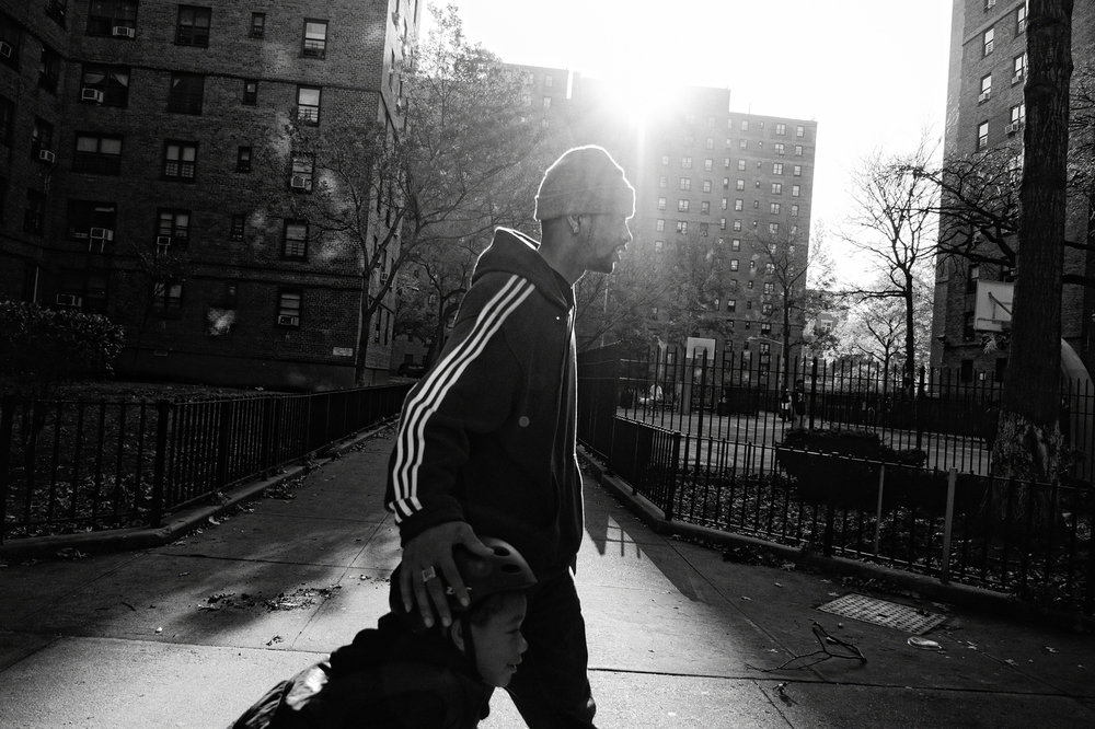 Jerell and Fidel Willis returning home from a day at East River Park. 2011 © Zun Lee