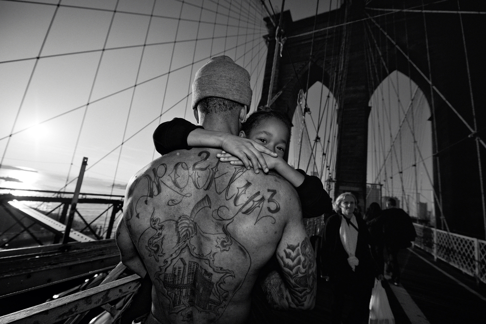 Jerell Willis carries his son Fidel across the Brooklyn Bridge. 2012 © Zun Lee