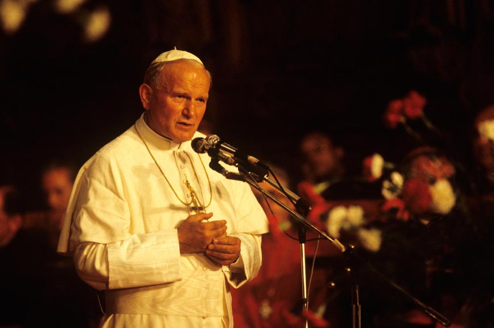 Pope John Paul II visits Poland. Camera 5 1983 © Joe McNally
