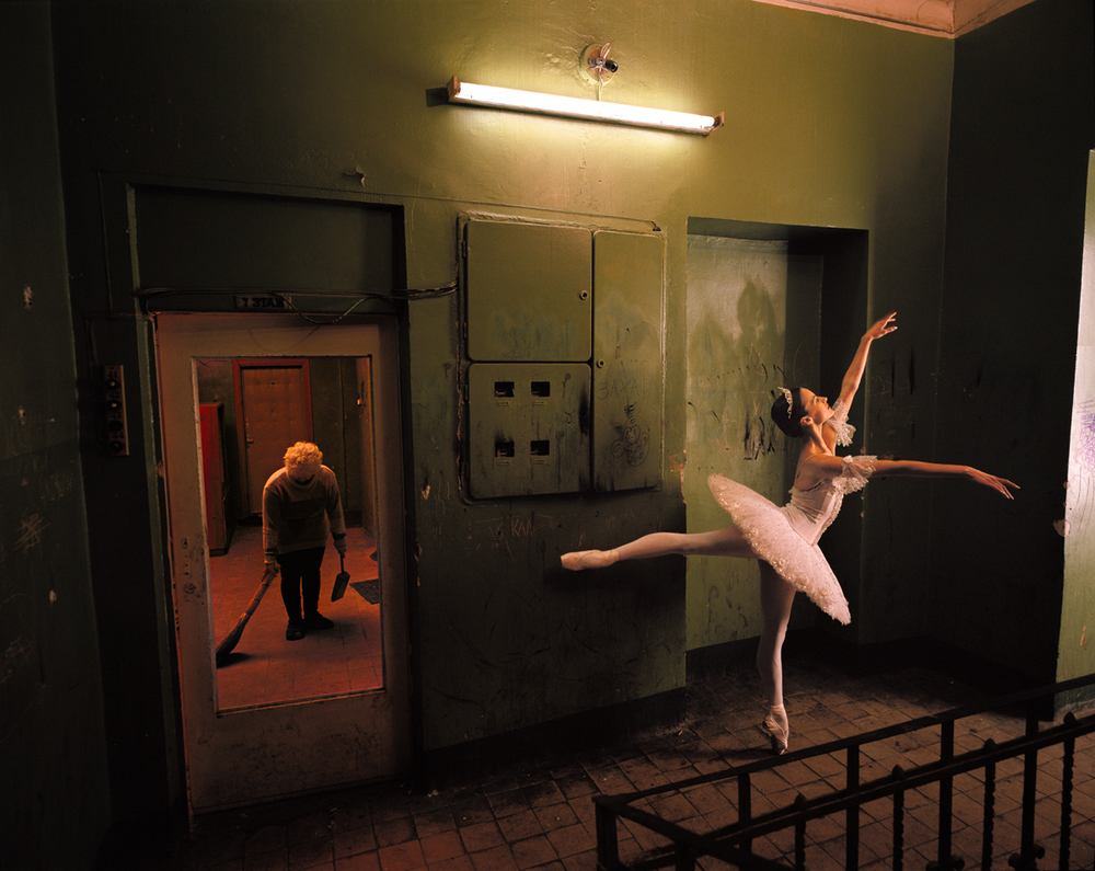 Anna Ivanova, Bolshoi prima ballerina, in a Moscow tenement building 1997 © Joe McNally