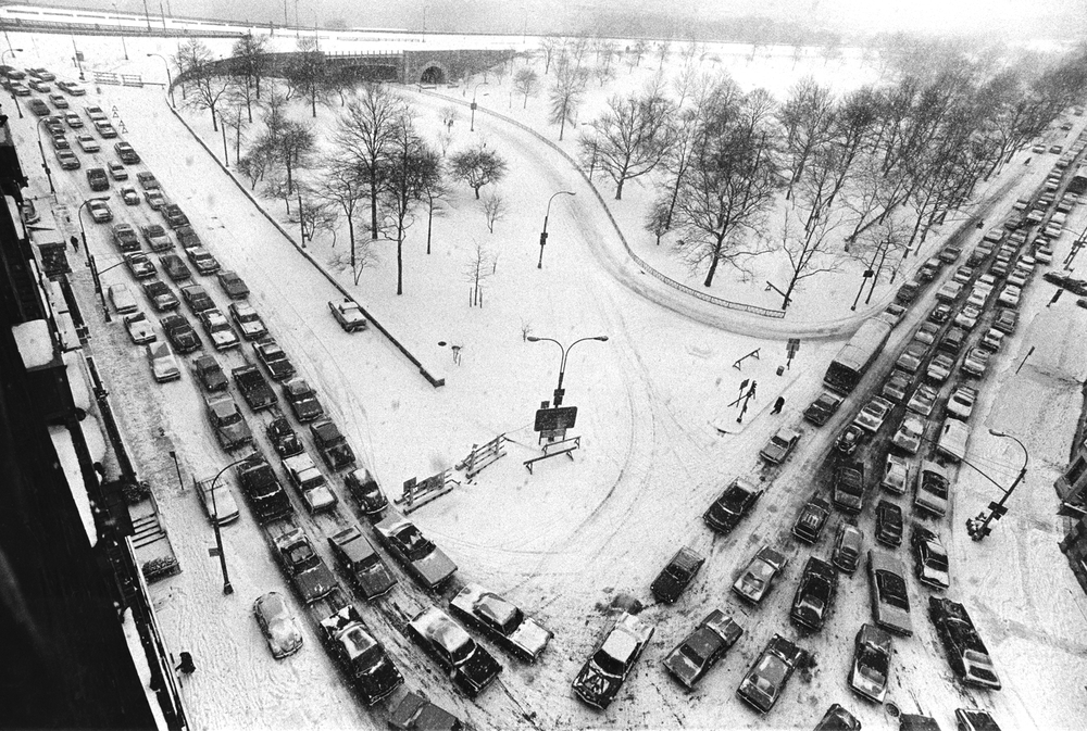 A snow storm hit New York City during the gas shortage which was limited to $10 per car. Many cars, like the ones shown here at  West 72nd St. and Riverside Drive,  ran out of fuel and were abandoned, creating a giant traffic jam. February 10, 1974 © Jean-Pierre Laffont
