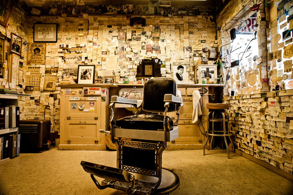 Angel's Barbershop in Seligman, Arizona © Rob Hammer
