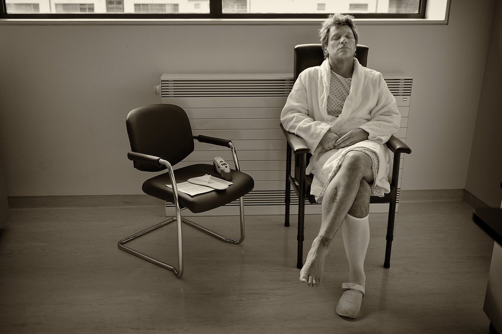 Jon Bon Jovi before his knee surgery in Ireland. July 1, 2011. © David Bergman