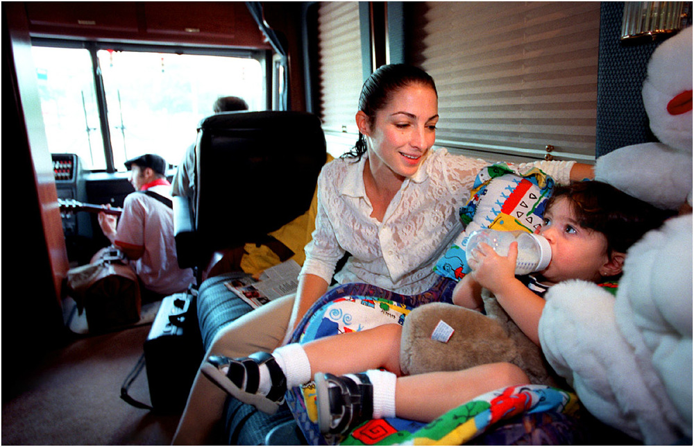 Gloria Estefan talks with daughter Emily, 20 months, on their tour bus in Pittsburgh. August 30, 1996 © David Bergman/Miami Herald