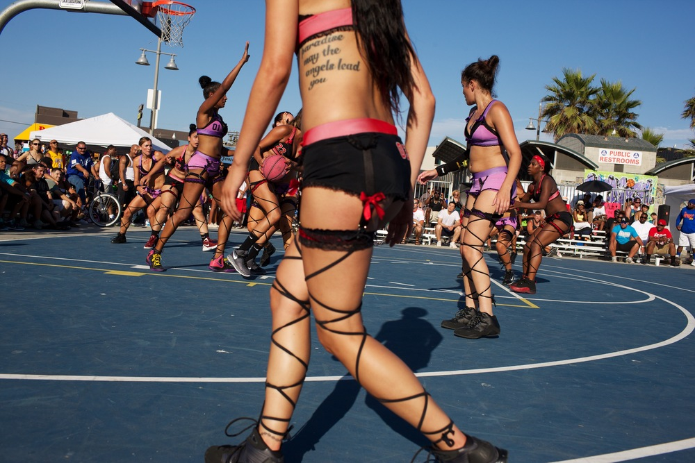 The Lingerie Basketball League hosts an exhibition game at the basketball courts in Venice Beach, California. © Sol Neelman