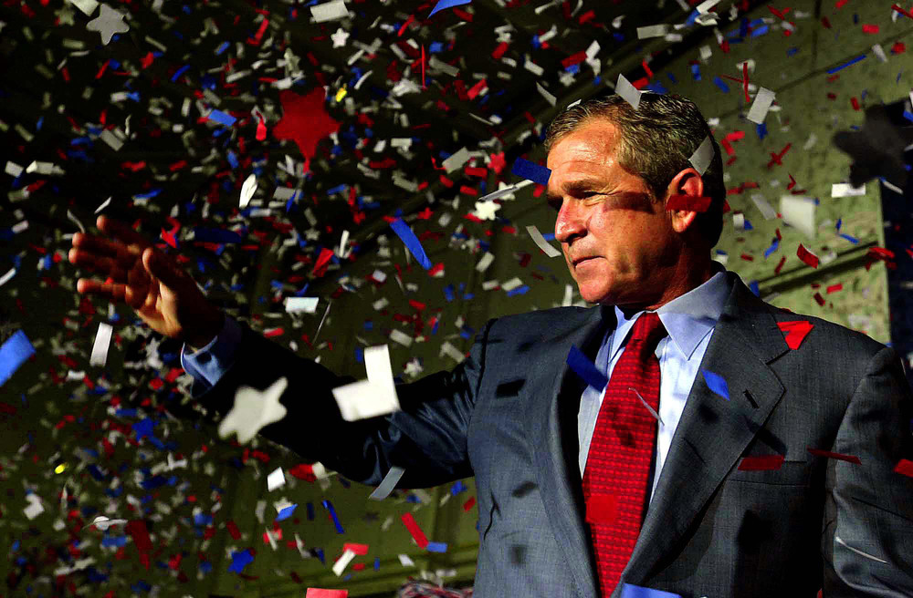 George W. Bush, Republican Presidential candidate, at Million Air Hangar in Owensboro, KY.   © Mary F. Calvert/The Washington Times  / ZUMAPRESS.com