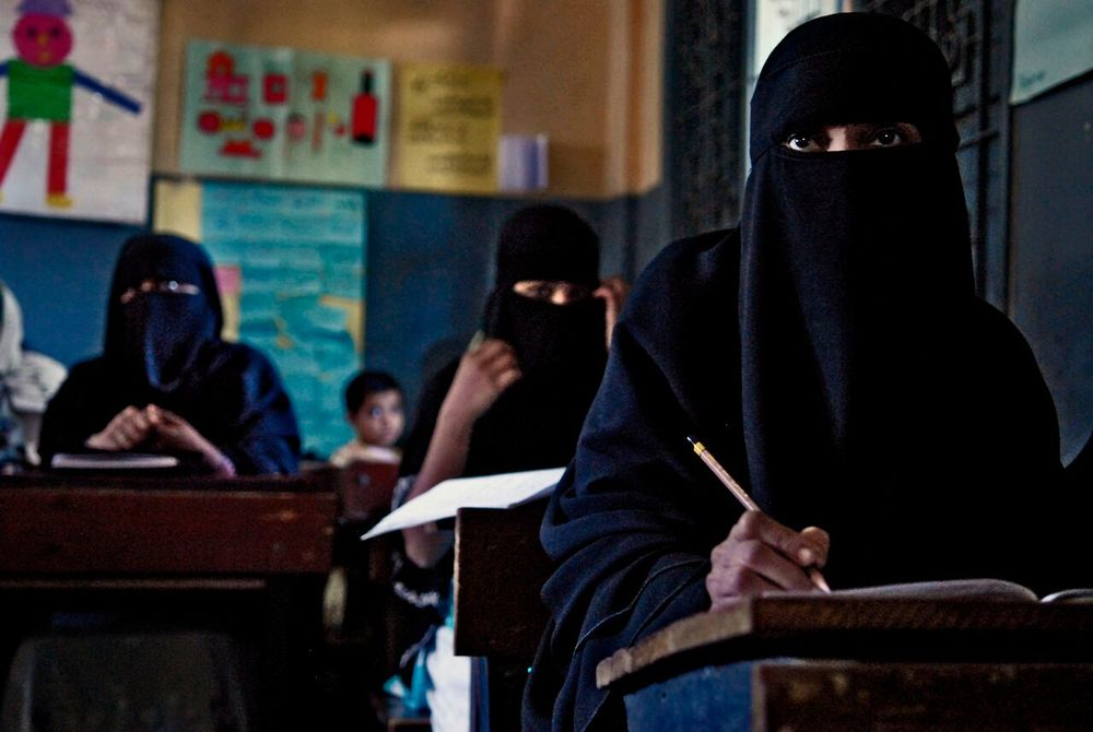 Women listen intently during a class at a reading center in Karachi, Pakistan.  © Mary F. Calvert/ ZUMAPRESS.com