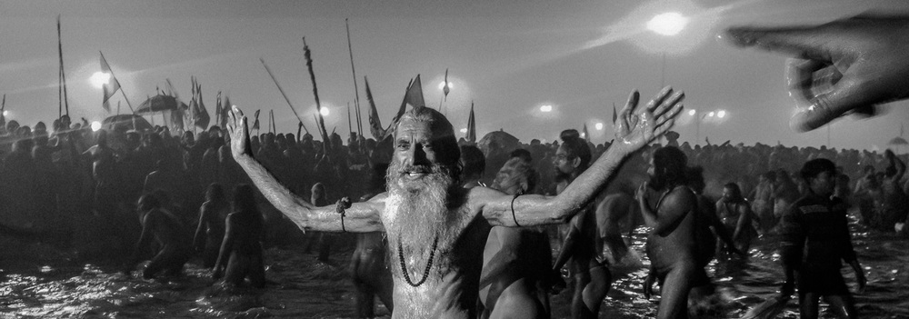 Naga sadhus bathe on the banks of Sangam, the confluence of the holy Ganges and Yamuna rivers during the auspicious bathing day of Makar Sankranti, the start of the Maha Kumbh Mela in Allahbad, India. January 14, 2013 © Daniel Berehulak/Getty Images