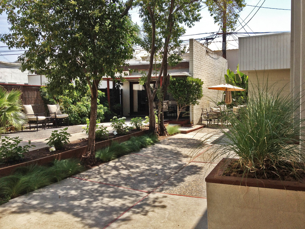 CSla has a lovely courtyard for lounging & dining.