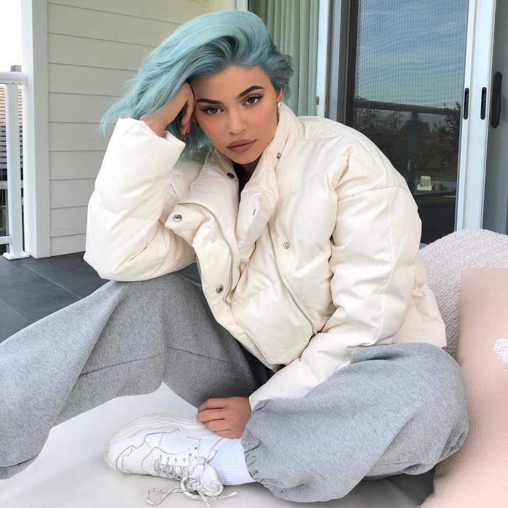 KYLIE JENNER IN FLEECE SWEATPANTS // DECEMBER 2018