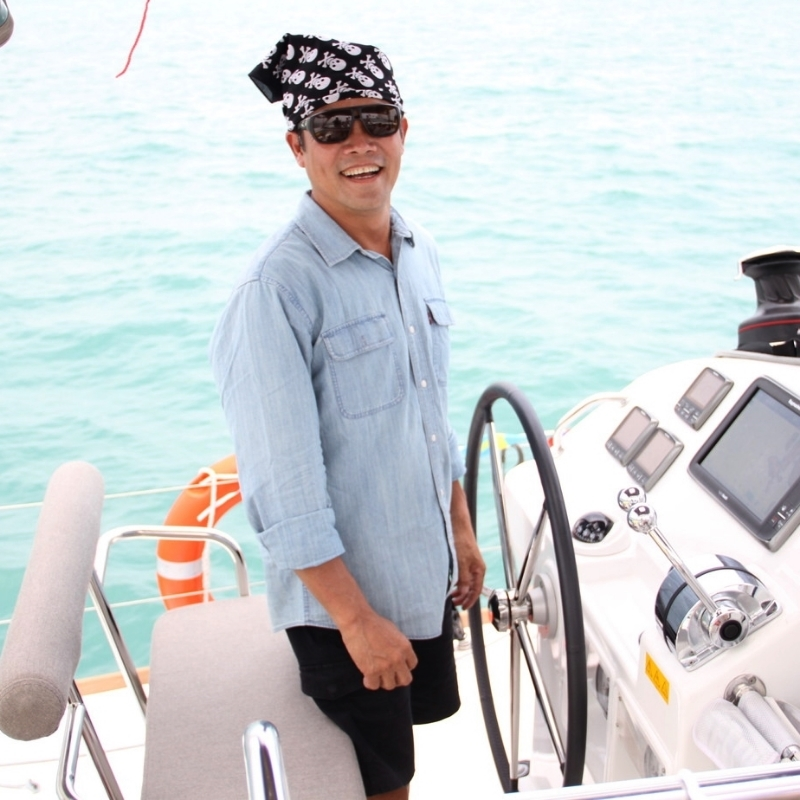 yacht-charter-singapore-ximula-crew-1.JPG