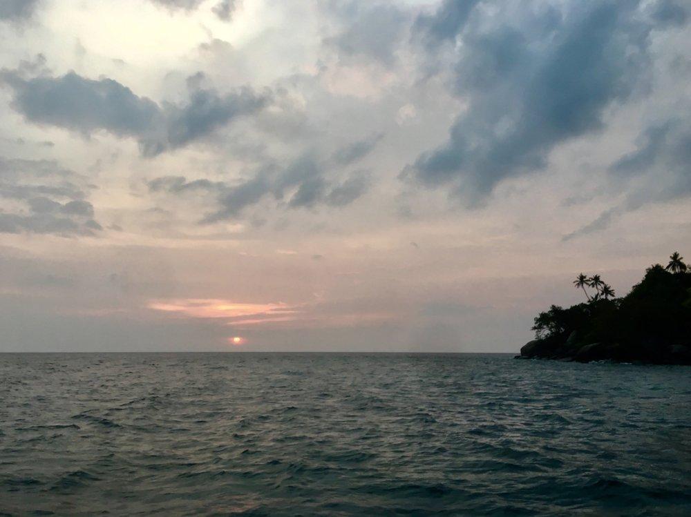 ximulasail yacht charter pemanggil sunset.JPG