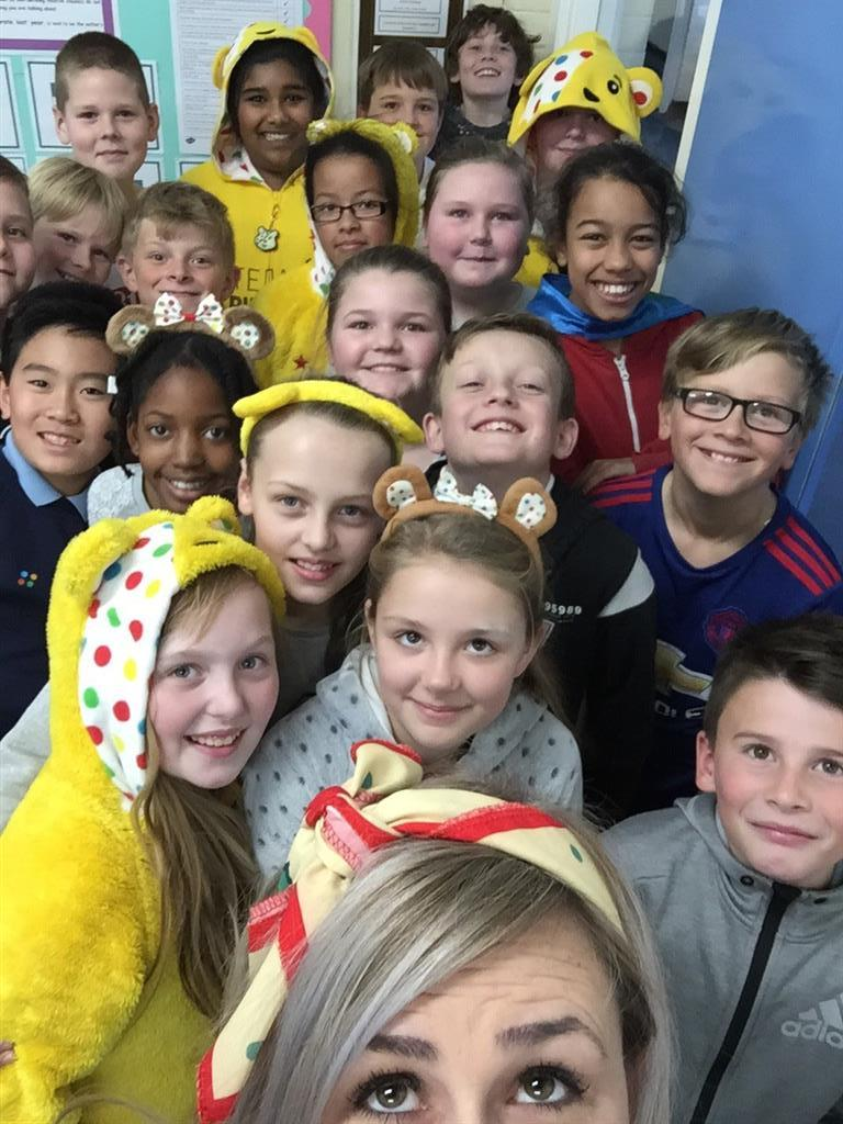 They even dragged me in for a class selfie - but we all couldn't quite fit! -