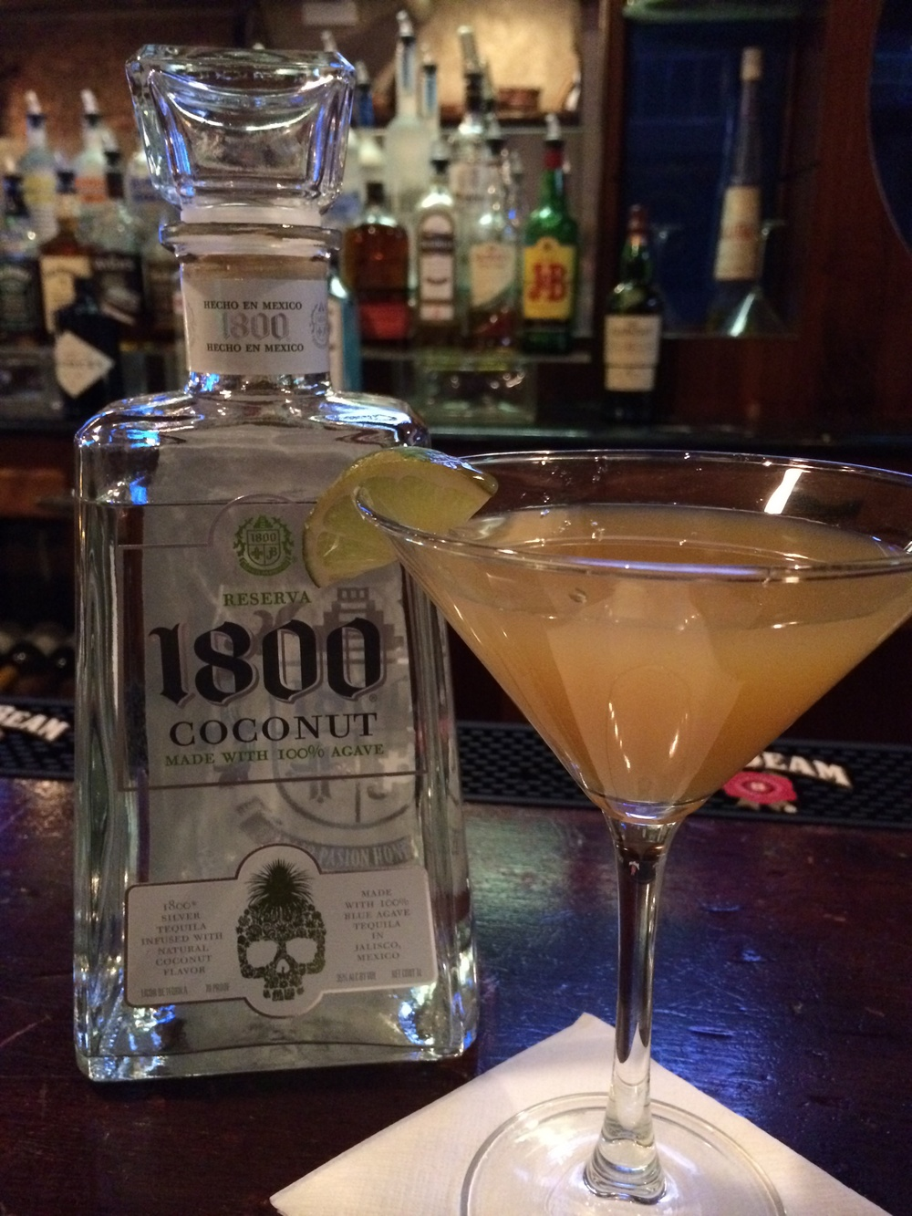 Delicious signature cocktails at Templestowe Pub in Chicago