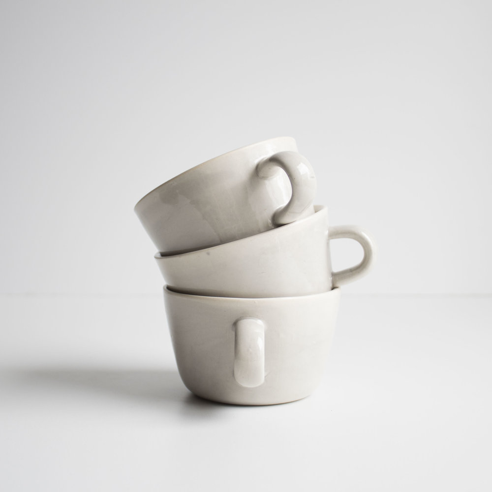 Ceramic cup CLAS WITH HANDLE (2016-2018).