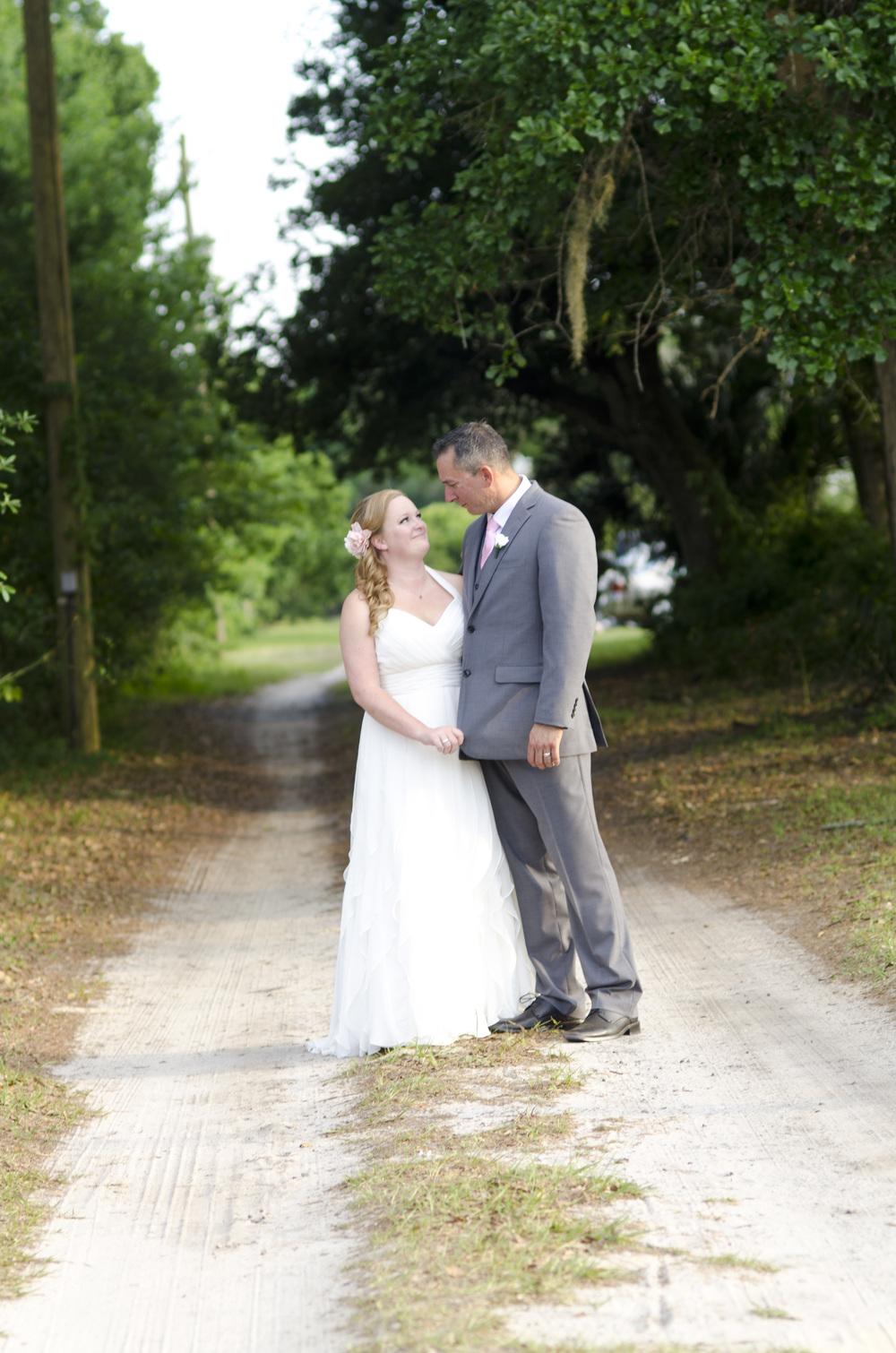 wedding photo poses - alaska wedding