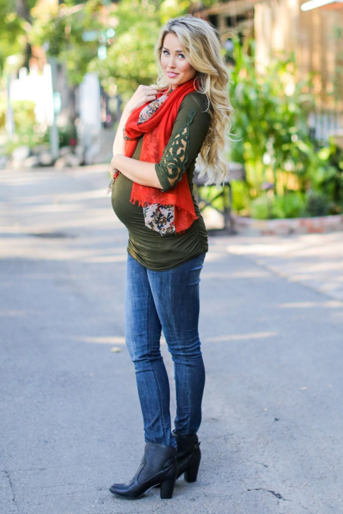 maternity session outdoor outfit ideas