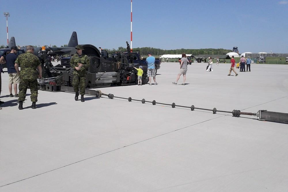 Hornet landing arrest system