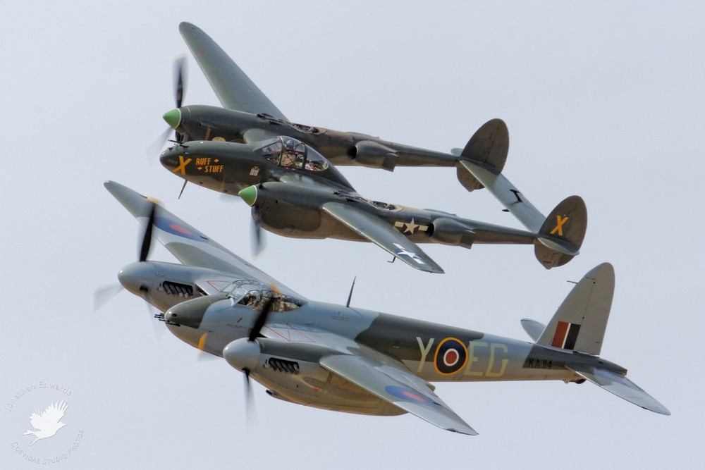 "de Havilland Mosquito and P-38 Lightning ""Ruff Stuff"""