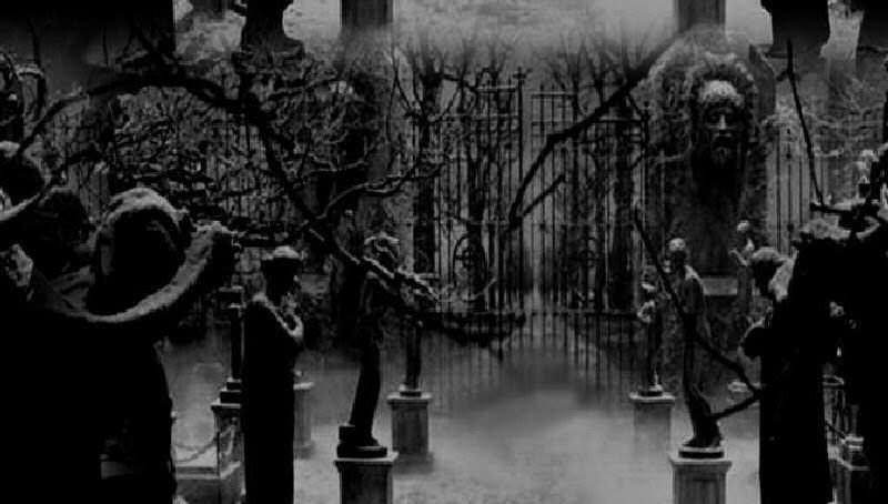 Gótico-cementerio-cruz-puertas(2).jpg