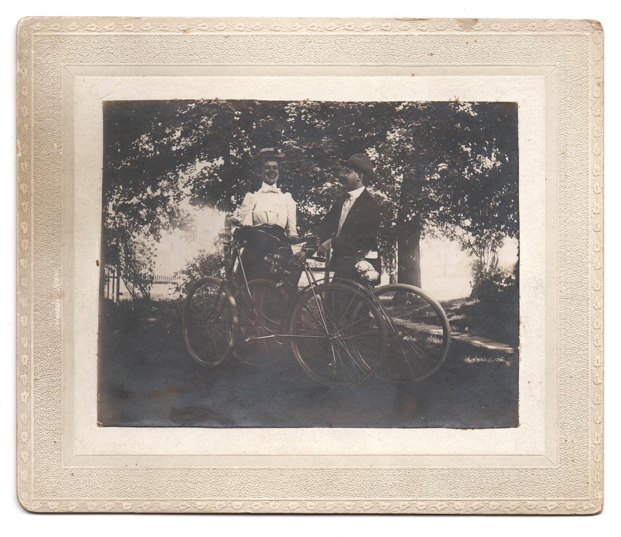 Brimfield Find. Sept 9, 1900.    www.nicholasschietromophoto.com