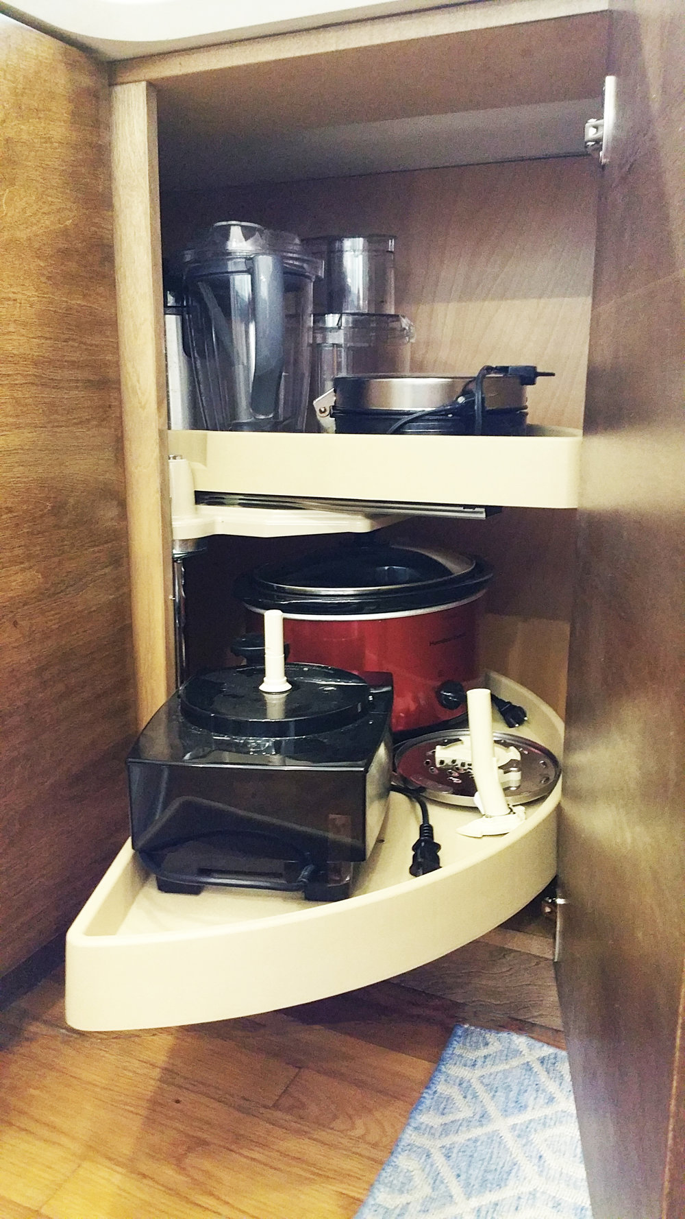 Lazy Susan storage in the corners