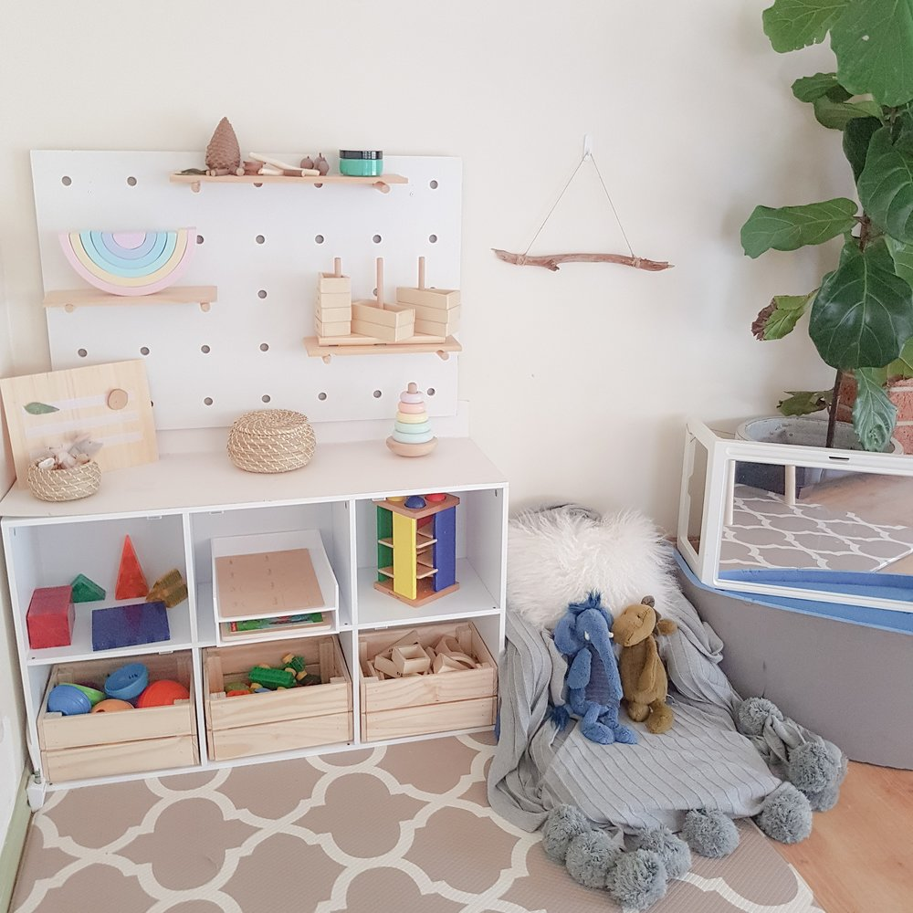 Minimalistic playroom courtesy of  @play_learn_laugh