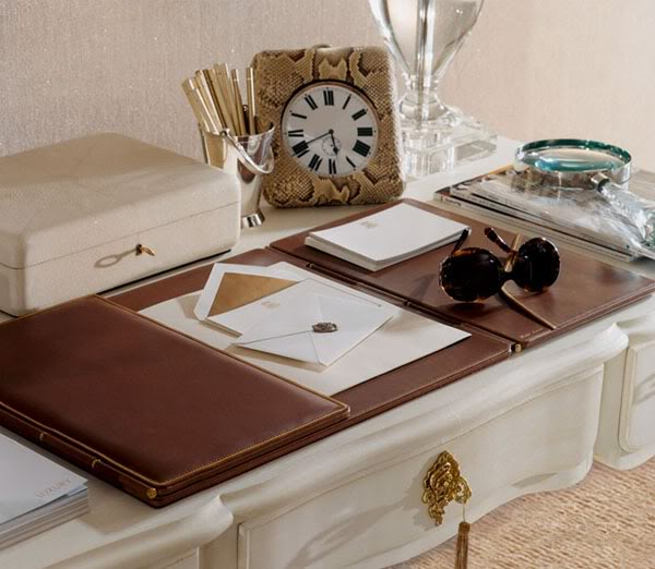 This planner is perfect for any entryway or office.  Love the look of a white entryway table.