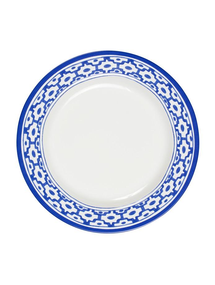 Top it off with Oscar de la Renta Home's blue tiled border plates.