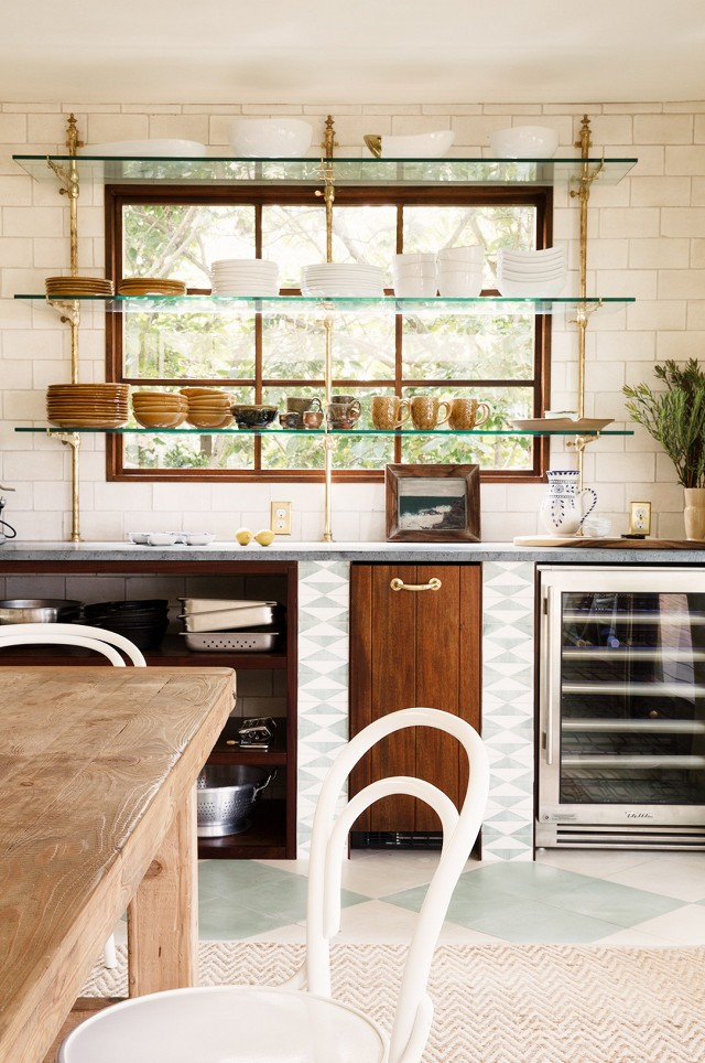 This Hawaiian kitchen creates a lovely geometric imprint of glass open shelves to give it the perfect midcentury modern look.