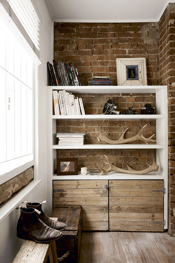 The key to a great bookshelf is not overwhelming it with too many items.  I love how this rustic DIY bookshelf follows the rule of threes.