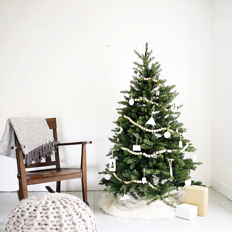 food of course is essential to any christmas morning but rather than overwhelming everyone with a large breakfast spread i find that less is more - Minimalist Christmas Tree Decor