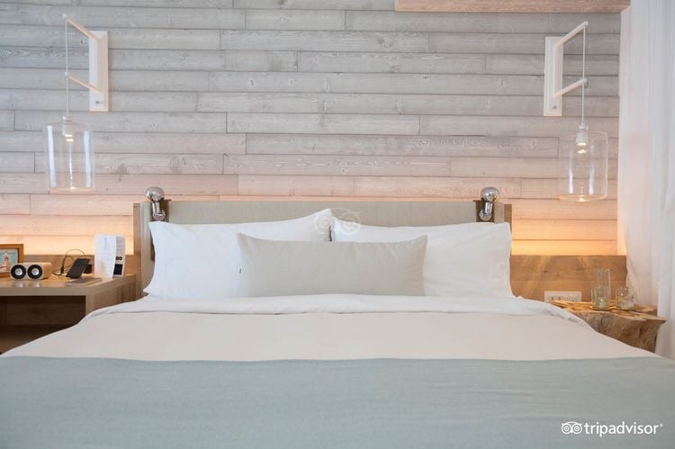 Each room is well appointed with soothing light blue blankets, ivory sheets, and khaki pillows and headboards.  The weathered wood accent wall gives it character and distinction from all other beach resort hotels in the U.S.