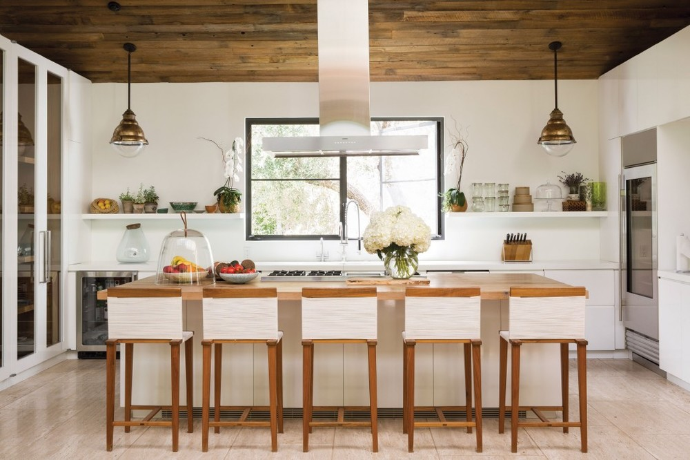 California Casual is more than a design movement combining causal furniture with a refined beach linen tones.  It's a state of mind that values style and serenity above all else. It's no wonder, one would want to spend all day in this Beverly Hills kitchen.