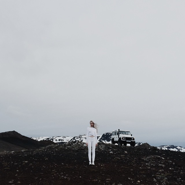 For those wondering what to wear, take a cue from this guest by donning all white to match the snowy hillside.
