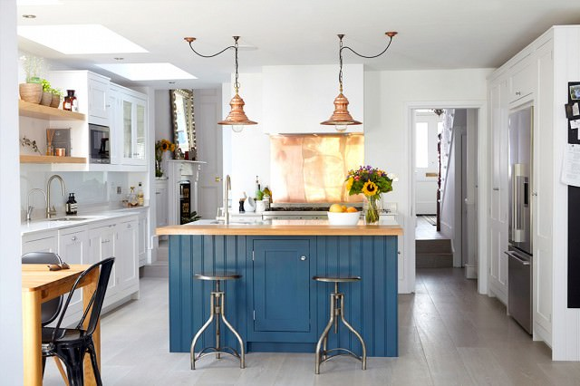 This kitchen adds a pop of color in all of the right places!