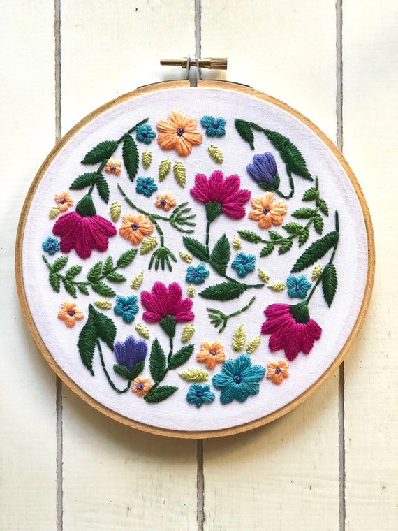 Floral Embroidery Kit by Ellucy Stitches | #handembroidery #embroidery #embroiderykit #embroiderypattern #etoile